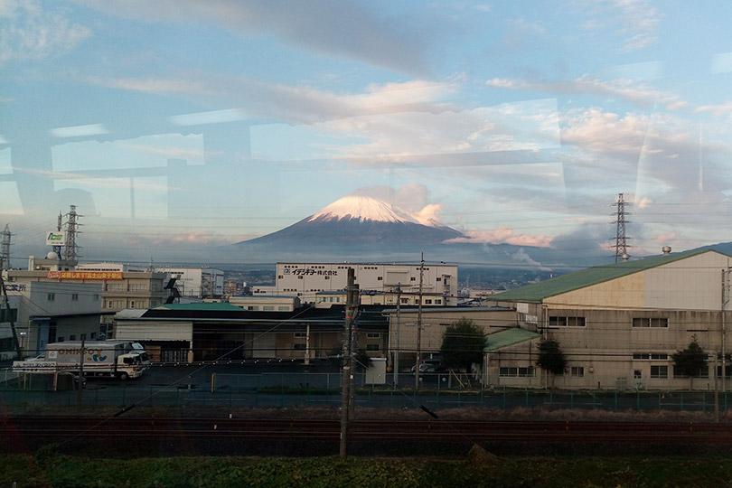 車窓から見える富士山