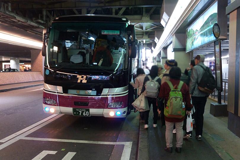 バスへの乗車風景