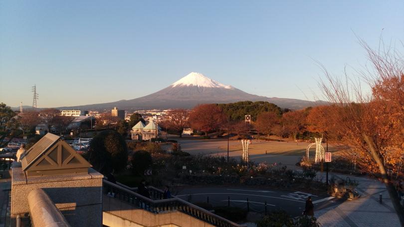 会場前から富士山を望む