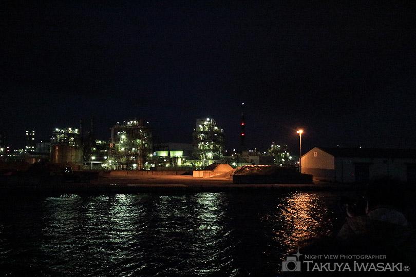千鳥運河から日本触媒を撮影