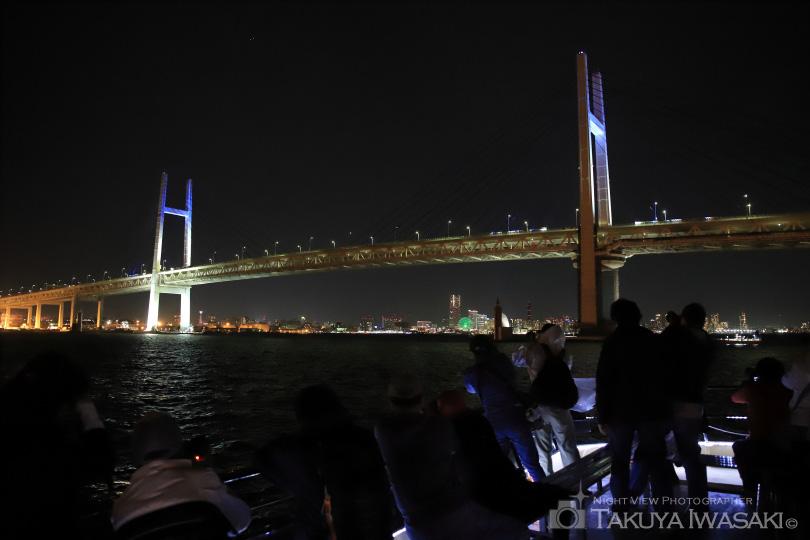 横浜ベイブリッジを写す