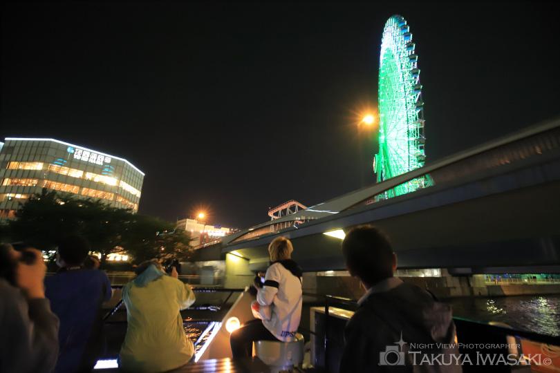 国際橋をくぐる